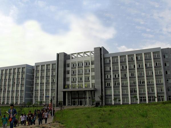重庆市医药卫生学校有石油化工生产技术专业吗