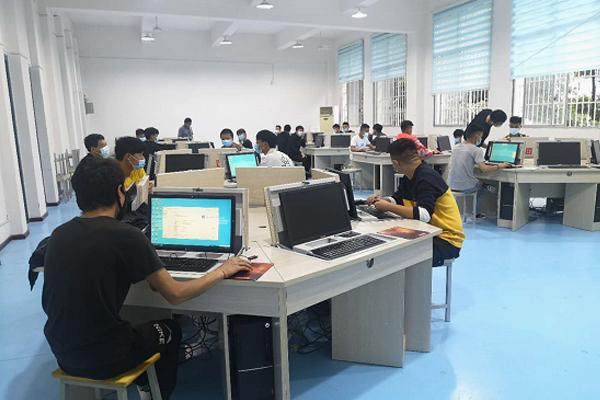 嚴防嚴控、秩序井然——貴州電子信息技術學院建筑工程系復課第一天